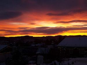 En morgen i januar 2019. Omgivelsene er ugjestmilde, men vi har en nærhet til sola likevel.